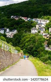 Houses in the upper middle Rhine river valley (Mittelrhein), nearby Rudesheim am Rhein, Lorch. Hessen, Germany. Unesco
