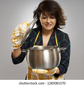 Housewife terrified about what she cooked in the pot