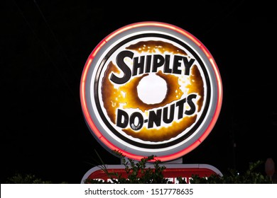 Houston, Texas/USA 09/29/2019: Neon Shipley Do-Nuts sign on Old Humble Rd in Humble, TX. Shipley Do-Nuts are iconic in the Southern US. Founded in Houston 1936 they are a household name in the South.