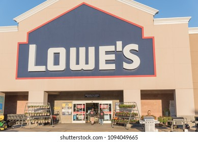 HOUSTON, TX, USA-SEP 30, 2016:Entrance exterior to Lowe's store. A Fortune 500 American company operates a chain of retail home improvement and appliance stores in the United States, Canada, Mexico