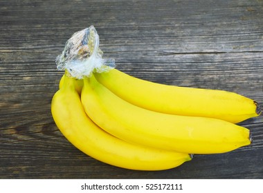How to keep Bananas fresh longer. Trick  to prevent bananas from turning brown with with Plastic Wrap.