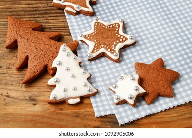 How to make christmas gingerbread cookies, step by step, tutorial.