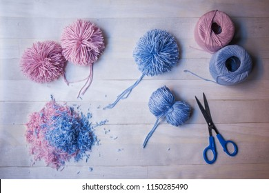 How to make pom-poms, making pom-poms, handmade hobby crafts, do it yourself with pink and blue cotton yarn