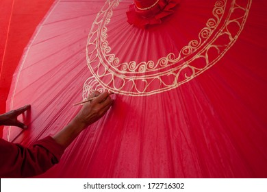 How to make the process umbrella made of paper / fabric. Arts and crafts of the village Bo Sang, Chiang Mai Thailand.