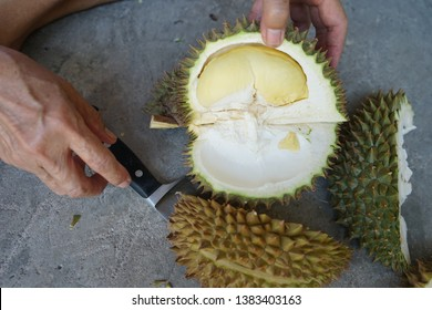 how to peel the durian fruit, the durian peel, easy way to peel durian rind with knife