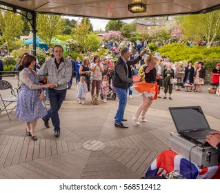 Howarth, North Yorkshire, UK. 15th May 2016, Visitors participating in the war time type tea dancing at the parks band stand, Howarth, North Yorkshire, UK