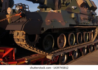 A howitzer on the tank chassis. Over-standard, atypical road transport.
