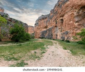 """Hoz Seca"" Ravine, Zaragoza picture. Impressive stone walls. Barranco de la Hoz Seca, Aragón, Spain."