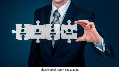 HR - Human Resources - Business Konzept mit handwerklichem Geschäftsmann und Rätsel.