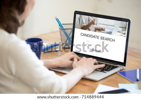 Hr Manager Searching New Candidates Online Stockfoto Jetzt