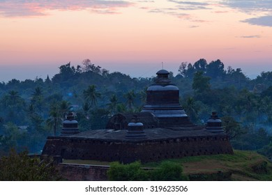 Htukkanthein Temple at sunset in Mrauk U, Myanmar. Mrauk U is an archaeologically important town in northern Rakhine State. It was the capital of Mrauk U Kingdom from 1430 to 1785.