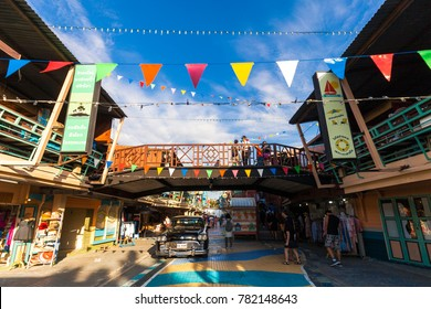 HUA HIN, THAILAND - DEC 17, 2017 : Tourists are enjoy at Plearn Wan Village on December 17, 2017 in Hua Hin, Thailand. Plearn Wan is a themed shopping complex with all decorated in 1960s Thai style.