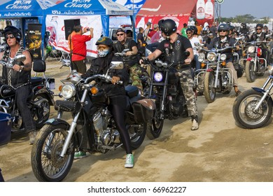 HUA HIN, THAILAND - DEC 4: Hua Hin Bike Week on December 4, 2010 in Hua Hin, Thailand . Bikers from all over Thailand came to Hua Hin .