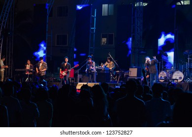 HUA HIN, THAILAND - DECEMBER 31 : Lead singer of Musketeers rock band performs live concert during Hua Hin Music Countdown 2013 on  December 31, 2012 in Hua Hin, Prachuapkhirikhan, Thailand