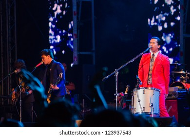 HUA HIN, THAILAND - DECEMBER 31 : Lead singer Slot Machine of the rock band performs live concert during Hua Hin Music Countdown 2013 on December 31, 2012 in Hua Hin, Prachuapkhirikhan, Thailand
