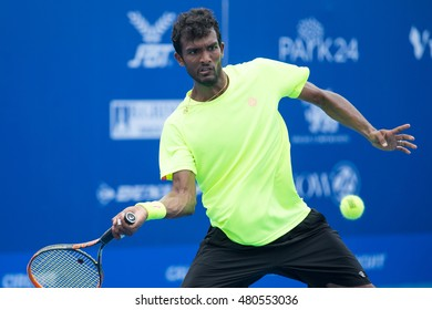 HUA HIN, THAILAND-AUGUST 24:Sriram Balaji of India returns a ball during Day 3 of ITF Pro Circuit Thailand Men's F1 on August 24, 2016 at True Arena Hua Hin in Hua Hin, Thailand