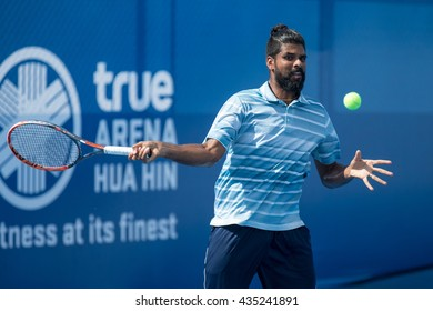 HUA HIN, THAILAND-JUNE 8:Vishnu Vardhan of India returns a ball during the final match of The Quant Group ATT Thailand M3 on June 8, 2016 at True Arena Hua Hin in Hua Hin, Thailand