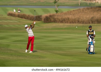 HUAHIN, THAILAND-FEBRUARY 12: Jyoti Randhawa of India in action during Round 1 of 2015 True Thailand Classic on February 12, 2015 at Black Mountain Golf Club in Hua Hin, Thailand