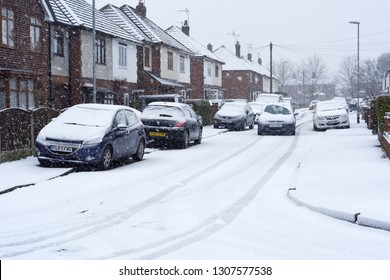 Hucknall,Nottinghamshire,UK:  January 21st  2018:Heavy snowfall across the East Midlands set to continue for the rest of today. Vehicles parked along suburban street.