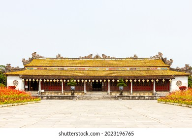 Hue, Vietnam - March 13, 2021 : Facade Decoration Of Thai Hoa Palace In Hue Imperial Citadel. Thai Hoa Palace Was A Symbol Of The Nguyen Dynasty, The Last Dynasty Of Vietnam