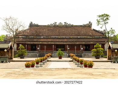 Hue, Vietnam - March 13, 2021 : Backside Facade Of Thai Hoa Palace In Hue Imperial Citadel. Thai Hoa Palace Was A Symbol Of The Nguyen Dynasty, The Last Dynasty Of Vietnam