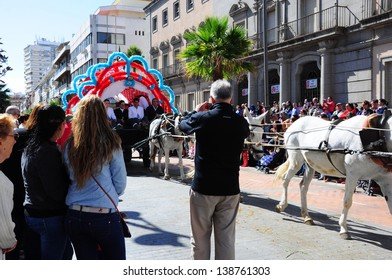 HUELVA, ANDALUCIA, SPAIN - MAY 16: The Brotherhood of Huelva with horses in the way to of El Rocio is celebrated the pilgrimage, of Our Lady of El Rocio on May 16, 2013 in Huelva, Spain