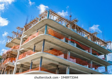 In Playa del Carmen Mexiko werden riesige Hotelkomplexe gebaut.