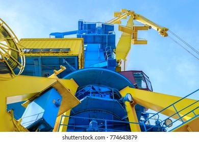 Huge industrial crane 3