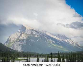 The huge mountain range of Banff national park