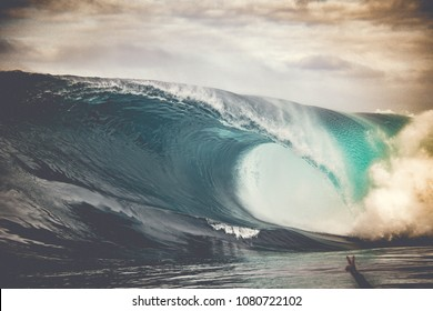 Huge wave crashing