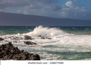 Huge waves at Kapalua Bay, Maui, Hawaii