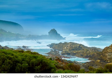 Huge waves on coastline, tsitsikama national park, south africa