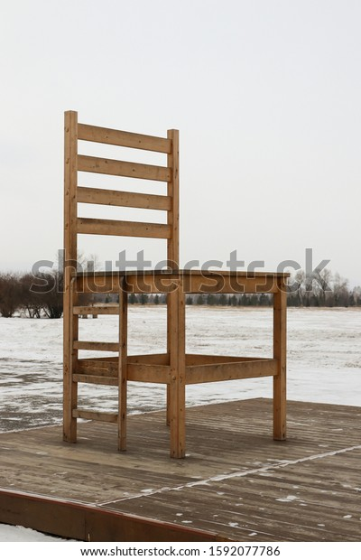 huge-wooden-chair-ladder-mounted-600w-15