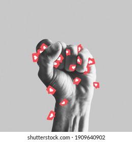 Die menschliche Faust ist voller Gefallen. Unterbindet die Abhängigkeit von sozialen Medien. Modernes Design, zeitgenössische Kunstcollage. Inspiration, Idee, trendiger urbaner Zeitschriftenstil. Negativer Platz zum Einfügen von Text oder Werbung.