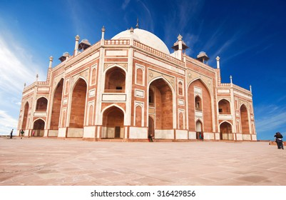 Humayun's Tomb - one of the most famous Mughal buldings in New Delhi, India.