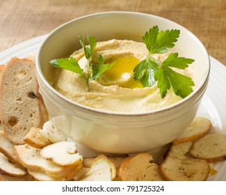 Hummus with bagel chips