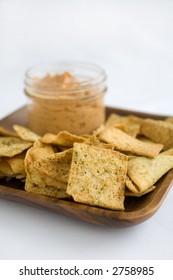 Hummus Tomato Basil with Crisp Pita Chips