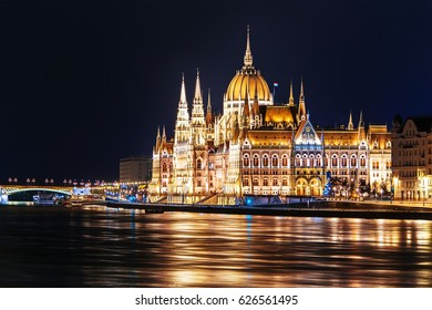 Hungarian parliament building in Budapest (Hungary) by night