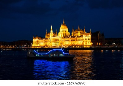 The hungarian parliament building at night