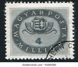 HUNGARY - CIRCA 1946: A stamp printed by Hungary, shows Arms of Hungary, circa 1946