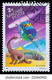 HUNGARY - CIRCA 1986: A stamp printed in Hungary, shows Appearance of Halley's Comet, circa 1986