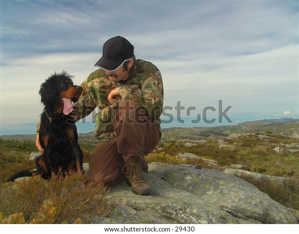 A hunter with his Gordonsetter.