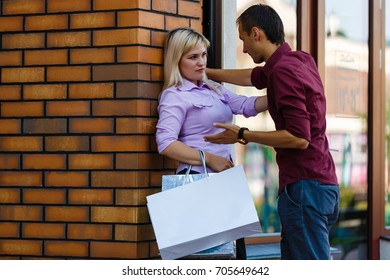 the husband quarrels with his wife because of money during shopping