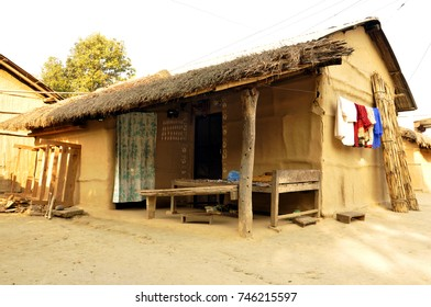 Hut Nepal, Chitwan National Park: Sauraha village on the border of Nepal and India. Traditional Indian village. Poor Indian mud house