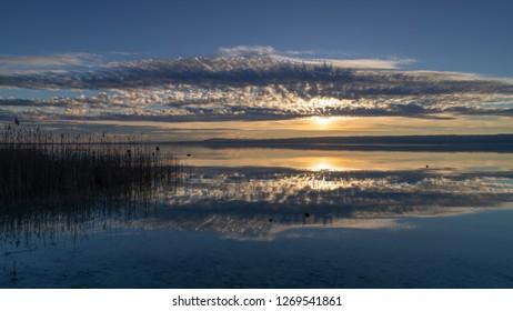 Hute hatte es einen wunderbaren Sonneuntergang am Ammersee. Die kleine Wanderung am See hat sich rentiert. Solche Anblicke haba ich nicht alle Tage.