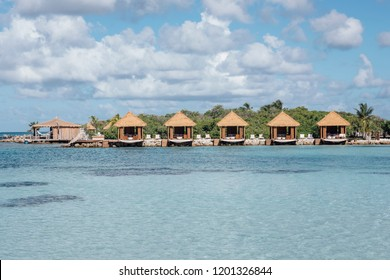 huts in aruba´s shore