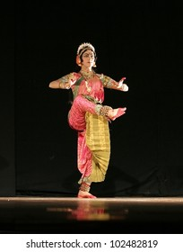 HYDERABAD,AP,INDIA-MAY 09:Indian male  Dancer Haleem khan performs kathak dance in female impersonation n Alliance Fran�§aise and AP Tourism event on May 09,2012 in Hyderabad,Ap,India.