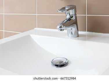 Hydrant and sink, used and slightly dirty