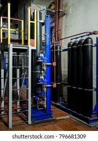 Hydraulic accumulator station, gas cylinders