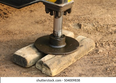 Hydraulic crane leg supports by wood for safety